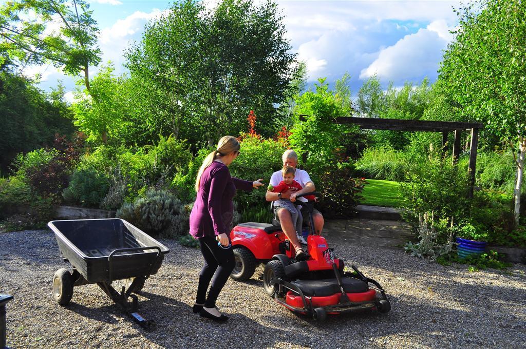 Claire Vukcevic - O'Riordan  with Marko and Head Gardener !